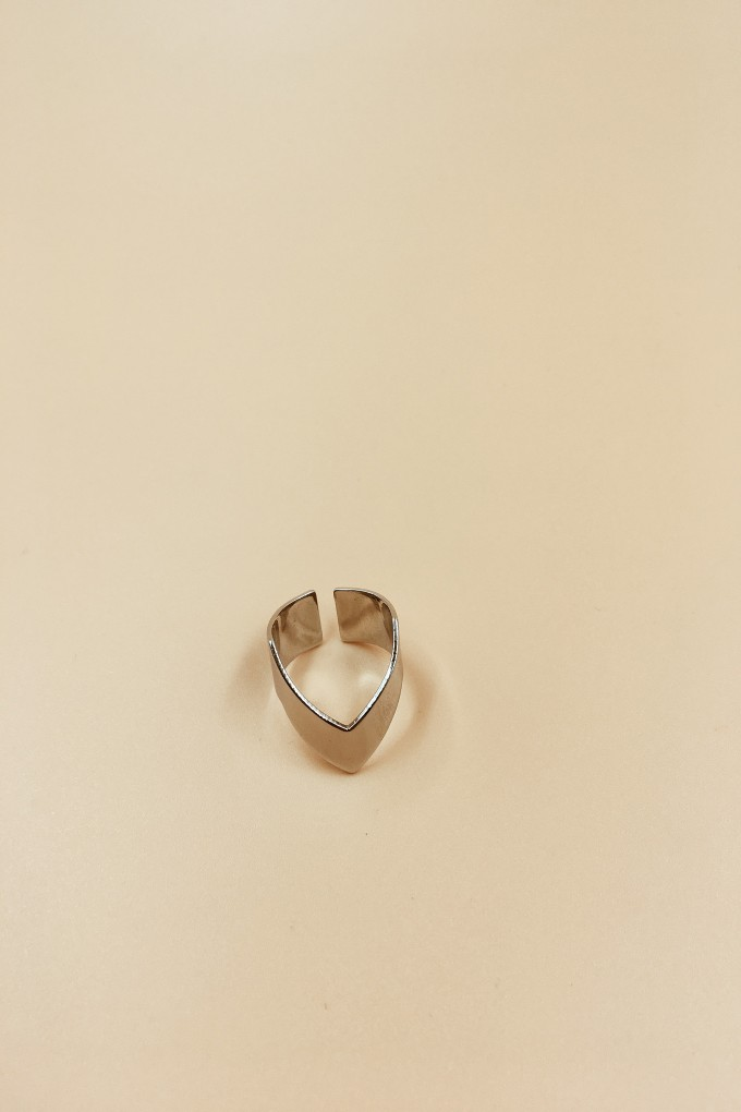 Calla Silver Big V Ring