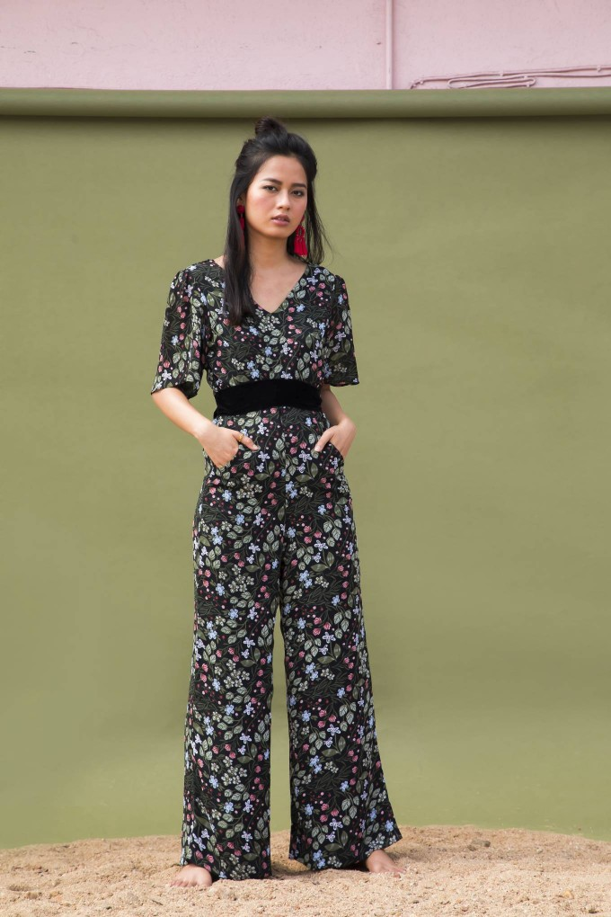 BLACK FLORAL JUMPSUIT WITH SHORT SLEEVES